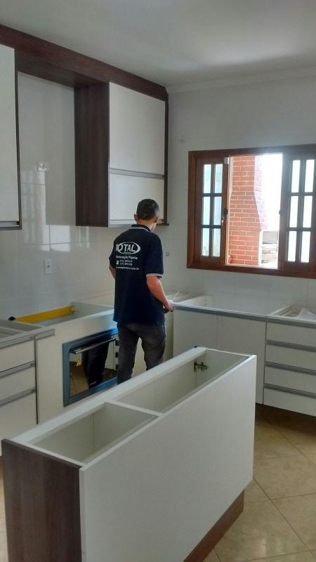 Cozinha Planejada Branca e Madeira Santo André - Cozinha Planejada para Apartamentos Pequenos
