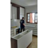cozinha planejada branca e madeira Santo André
